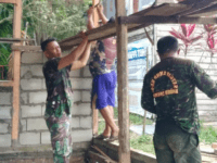 Pembangunan Rumah Tidak Layak Huni (RTLH) Masih Berlanjut, Anggota Koramil Toho Tetap Semangat dan Kompak