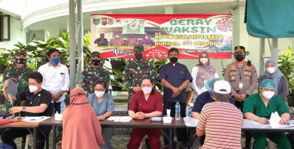 Kunjungan Danrem 052 Wijayakrama Dan Kapolresta Tangerang Ke Vaksinasi Di Gereja Katolik Santa Odilia