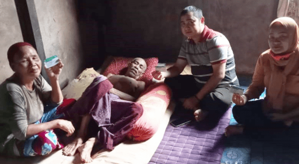 Ketum KKT  Mengunjungi Warga Yang Sedang Sakit