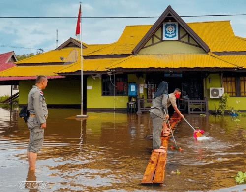 Wakil Bupati Sanggau Tinjau Desa Terdampak Banjir